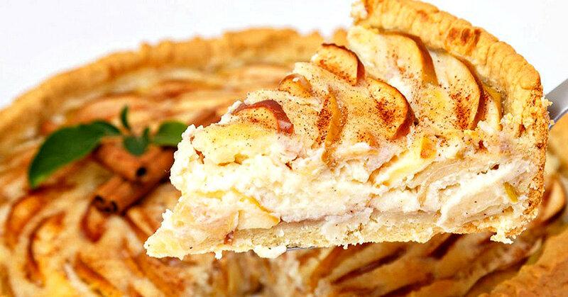 Пирог с яблоками в сметанной заливке