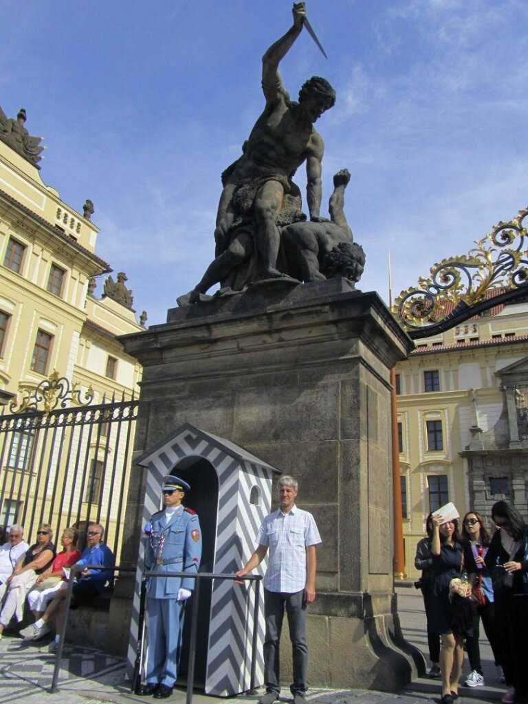 Прага. Охрана чешского президента. Пражский град.