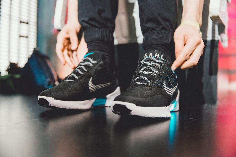 4. Самозавязывающиеся кроссовки Nike Hyperadapt 1.0. Теперь вместо того, чтобы долго возиться со шну