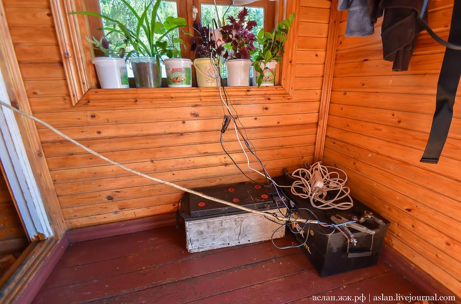39. Аккумуляторы, от которых питается электричеством плавучий дом.