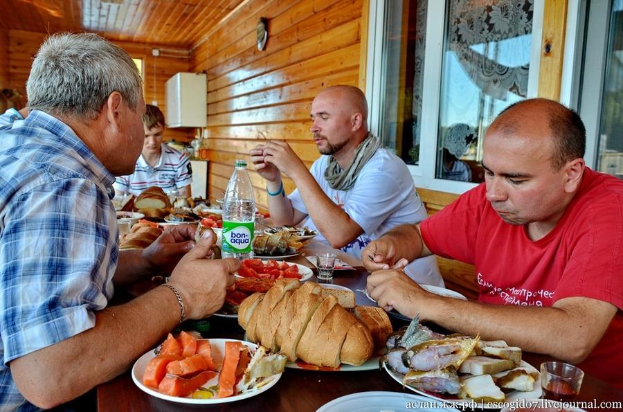 61. Жареная, вяленая, копченая, соленая, какой только рыбы не было на этом столе!