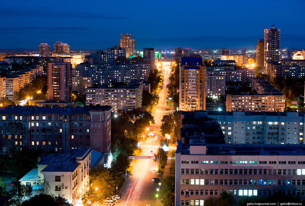 44. Площадь Ленина в Хабаровске отличается огромными скоплениями жаждущих угощения (и постоянно