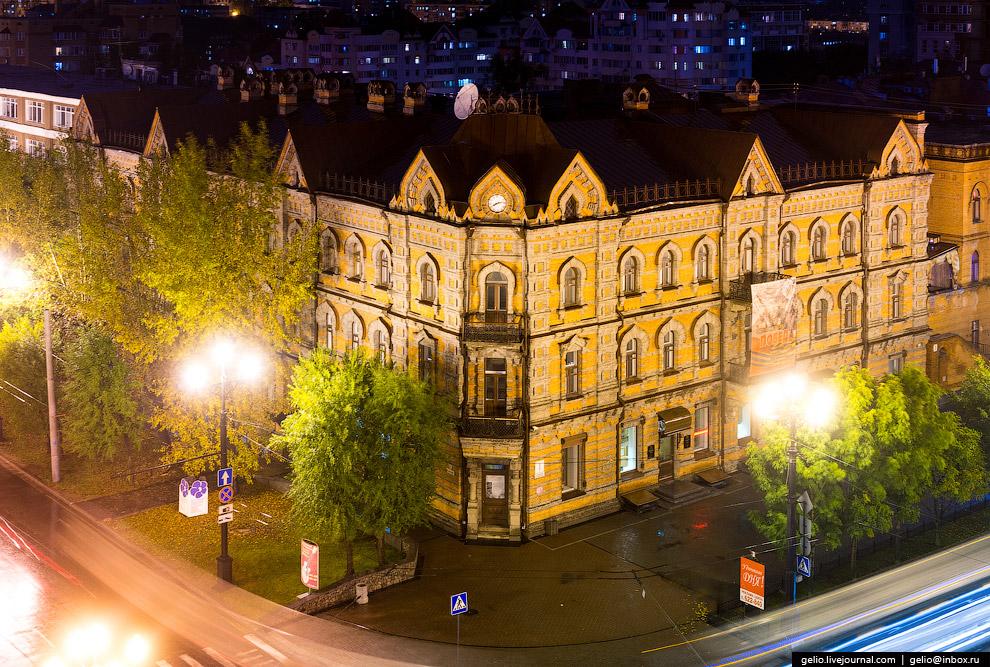 15. Комплекс исторических зданий на нечетной стороне в начале улицы Муравьёва-Амурского.  Сл