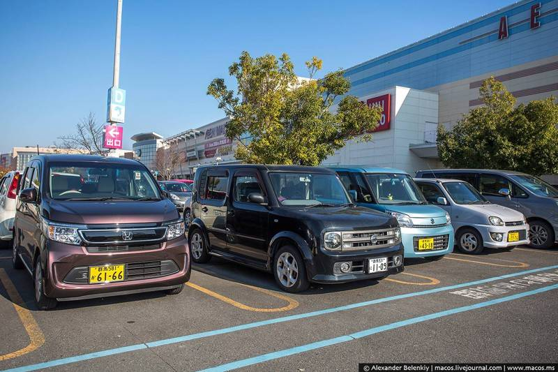 С парковкой в Японии жопа. В смысле, она настолько строго регулируется, что вам не продадут машину,