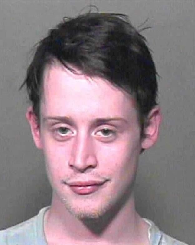 2004 год. Фото полиции, когда его арестовали за хранение марихуаны.