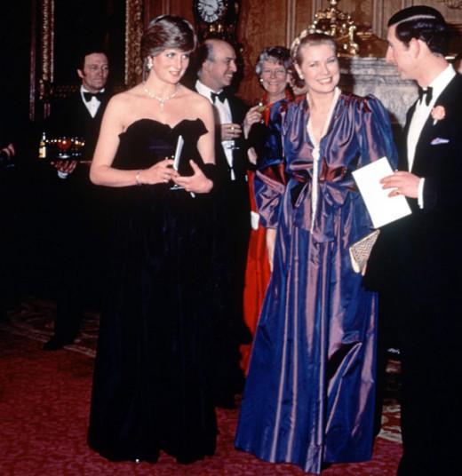 1981 год. Принц Чарльз и принцесса Диана принимают участие в первом совместном приеме в здании Корол