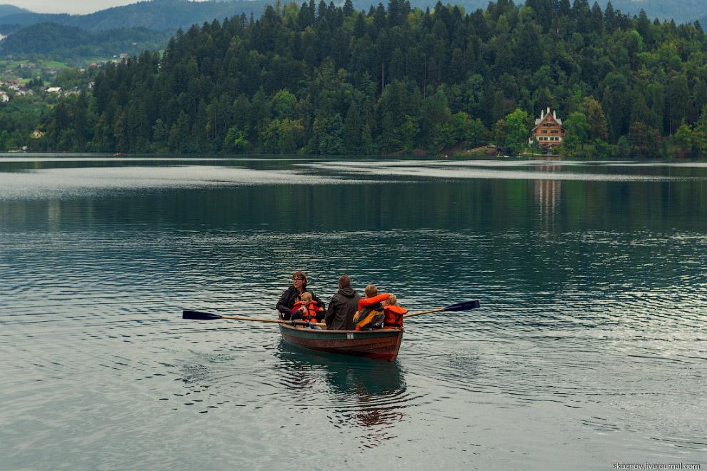 15. О прозрачности воды в озере говорить не стоит, это надо видеть.