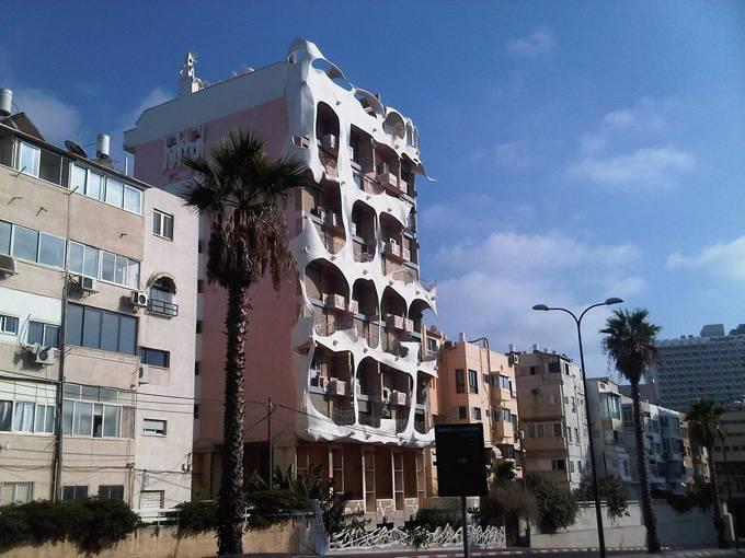 Отдохните у моря Променад Таелет тянется вдоль песчаных пляжей от старого порта Тель-Авива до самой