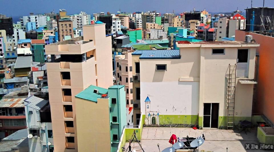 Фактически Мале — единственный город Мальдив, так как население других населенных пунктов не д