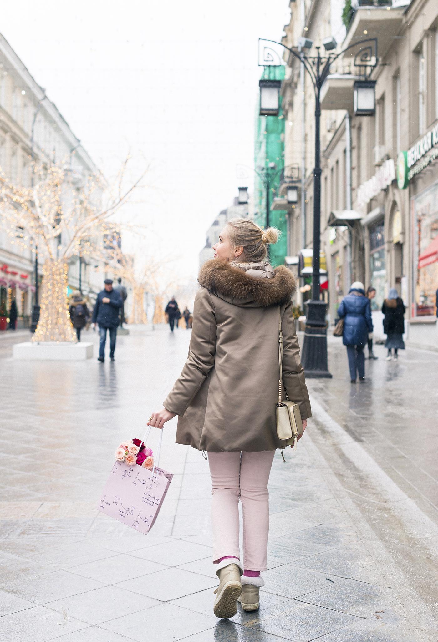 inspiration, streetstyle, winter outfit, annamidday, top fashion blogger, top russian fashion blogger, фэшн блогер, русский блогер, известный блогер, топовый блогер, russian bloger, top russian blogger, streetfashion, russian fashion blogger, blogger, fashion, style, fashionista, модный блогер, российский блогер, ТОП блогер, ootd, lookoftheday, look, популярный блогер, российский модный блогер, russian girl, с чем носить пуховик, pastel outfir, pastel downcoat, downcoat streetstyle, пастельные цвета, цветовые сочетания, streetstyle, красивая девушка, Анна миддэй, анна мидэй, DKNY golden bag, crown australia boots, pink sweater, russian winter, bon prix sweater