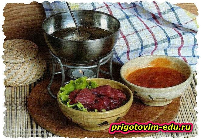 Фондю с говядиной и соусом табаско