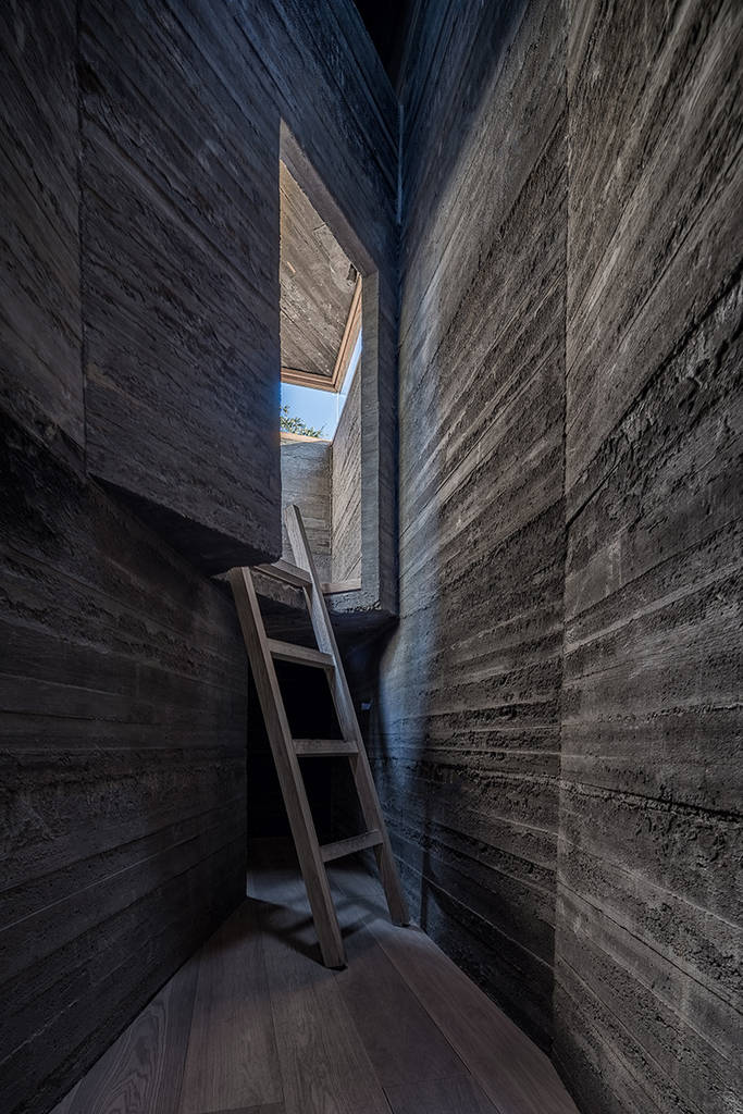 Tiny Hostel in Beijing by Standardarchitecture