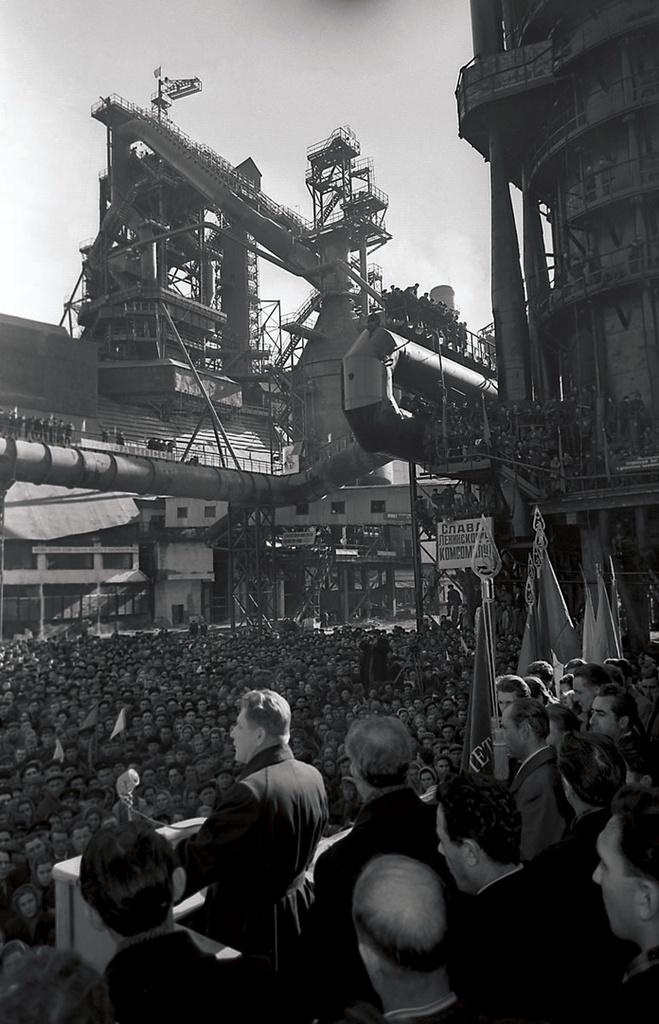 Магнитогорск. Митинг на металлургическом комбинате (1957)