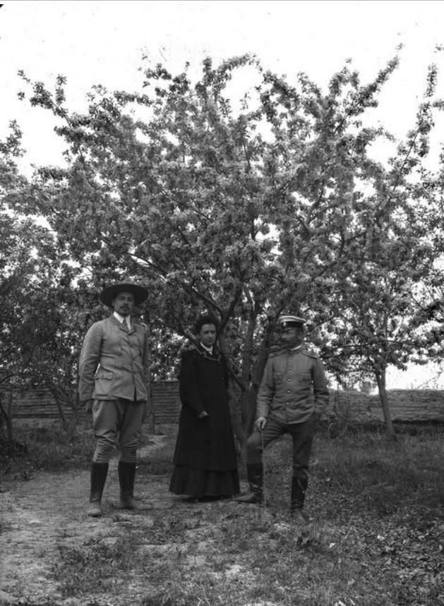 Кульджа. Капитан Нуднер с супругой и В.Н. Лавдовский