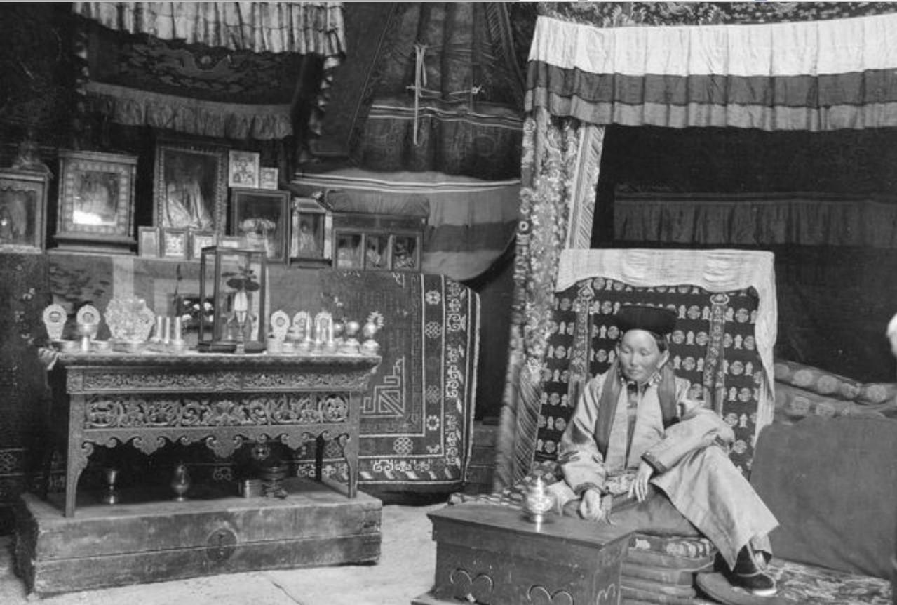 Юлдуз. Жена торгутского хана в своей юрте