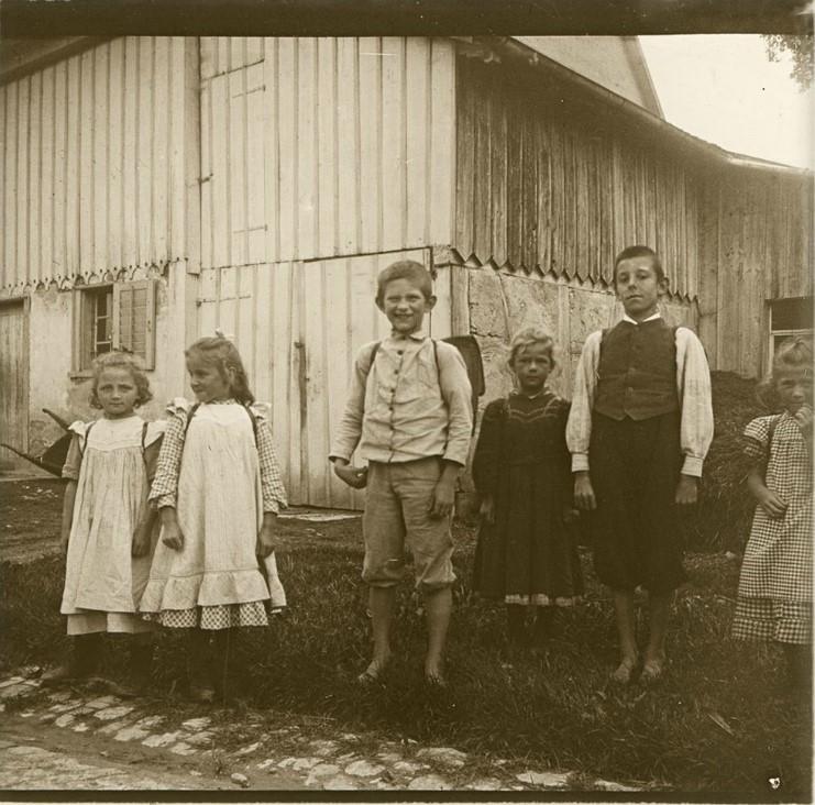 1907. Позирующие школьники. Швейцария, Тагервилен