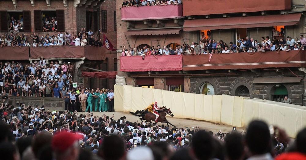 Гонки на неоседланных лошадях Сиенское Палио