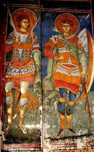 Святые Мученик Нестор Солунский и Великомученик Димитрий Солунский. Фреска монастыря Высокие Дечаны, Косово, Сербия. Около 1350 года.