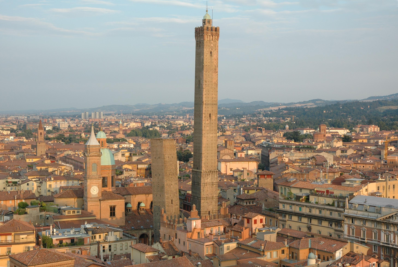 «Качающиеся башни» Болоньи