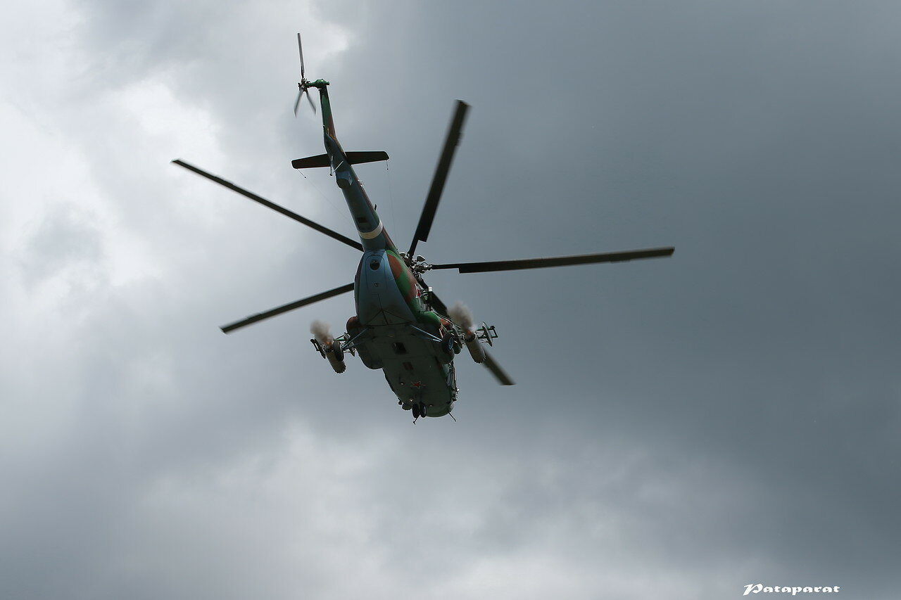 Ми-8АМТШ наносит ракетный удар