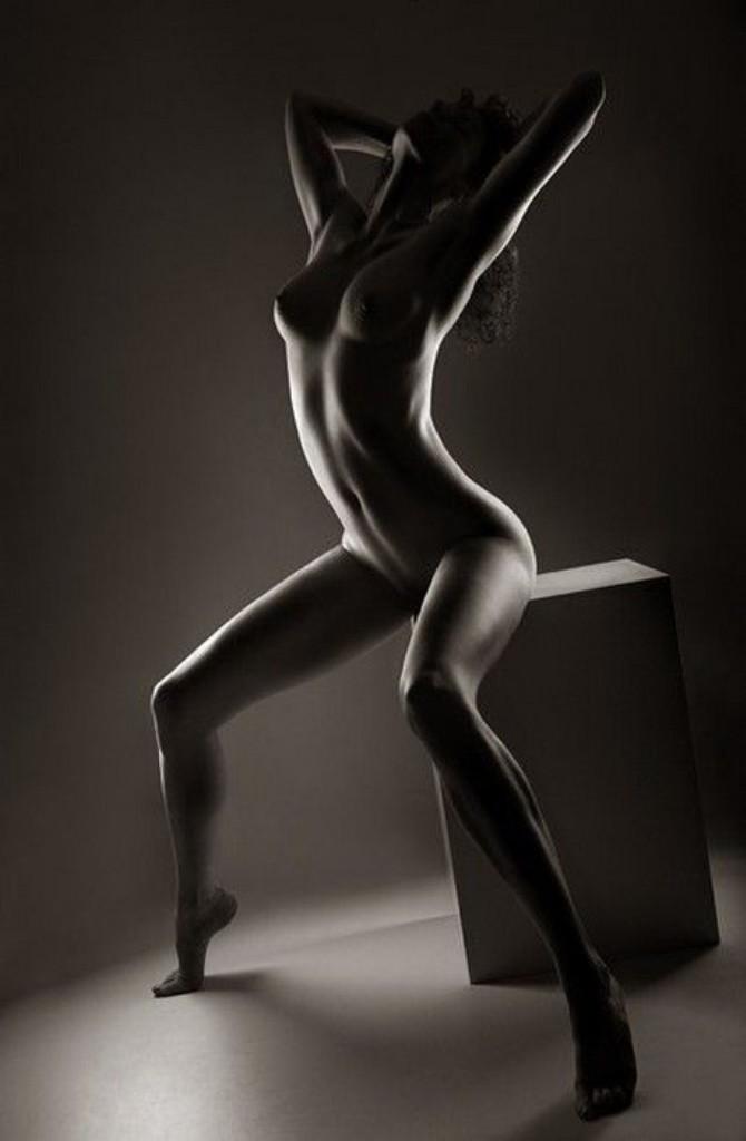 эротические фотографии девушек черно белые