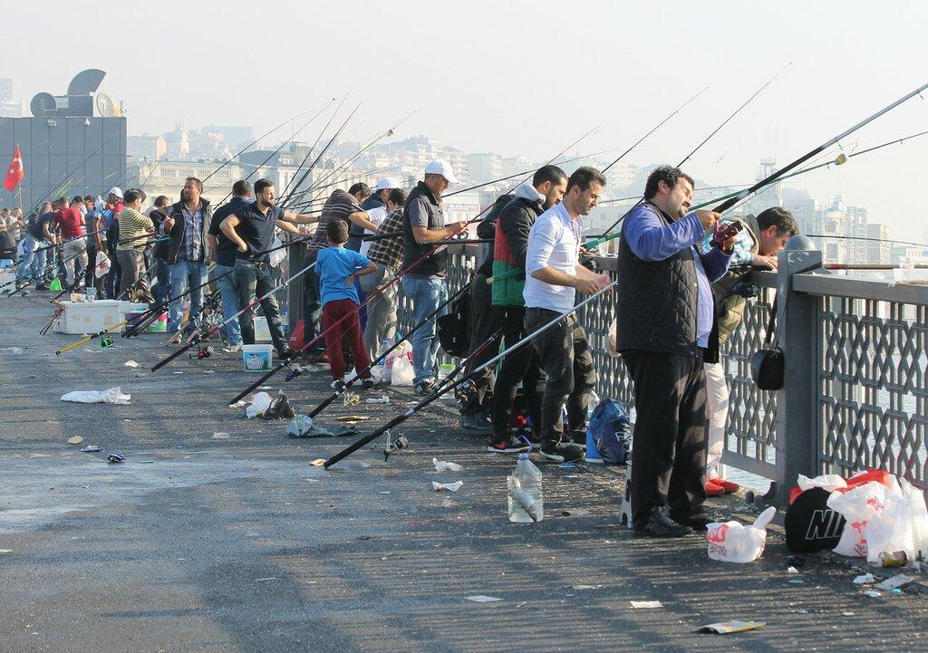 Стамбул. Галацкий мост. Рыбаки