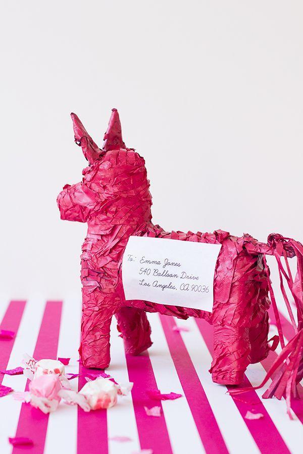 1. Пиньята полная конфет Кто не знает, пиньята представляет собой популярную в Мексике фигурку зверу