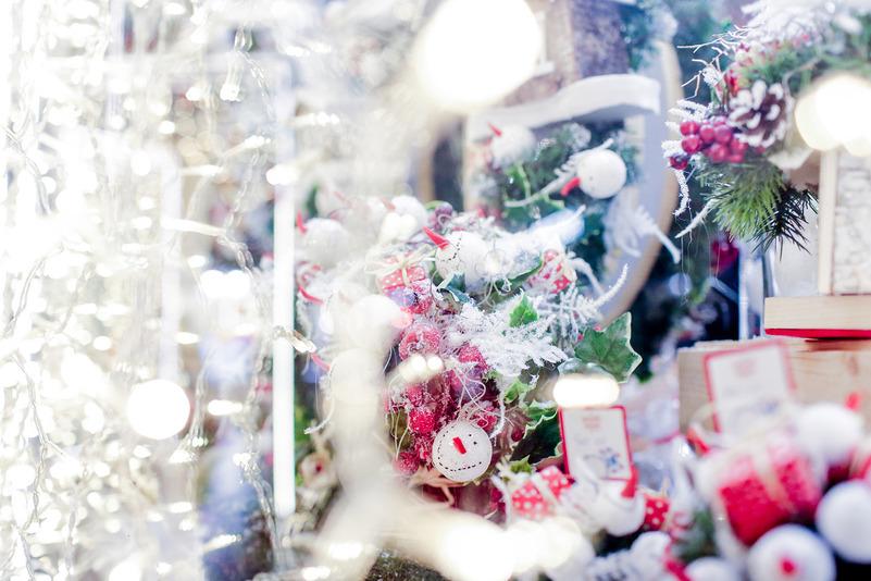 Или купить необычные и красивые подарки для друзей и близких. На ярмарке на Манежной площади можно н