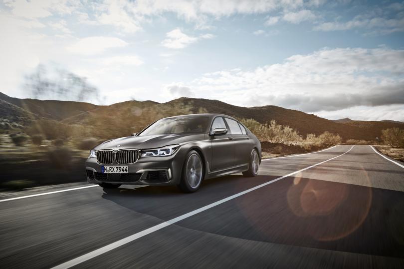 2. BMW M760Li xDrive Цена: от 9 890 000 рублей В BMW не были бы сами собой, если б не пытались утере