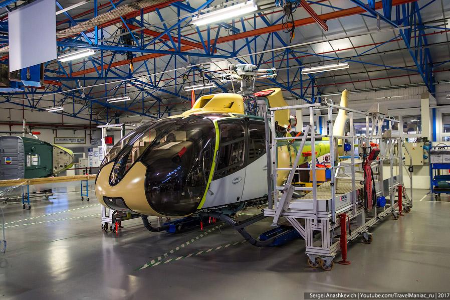 21. H130 в заводской окраске в вертолетном «шоу-руме» на заводе Мариньян. Здесь происходит процесс п