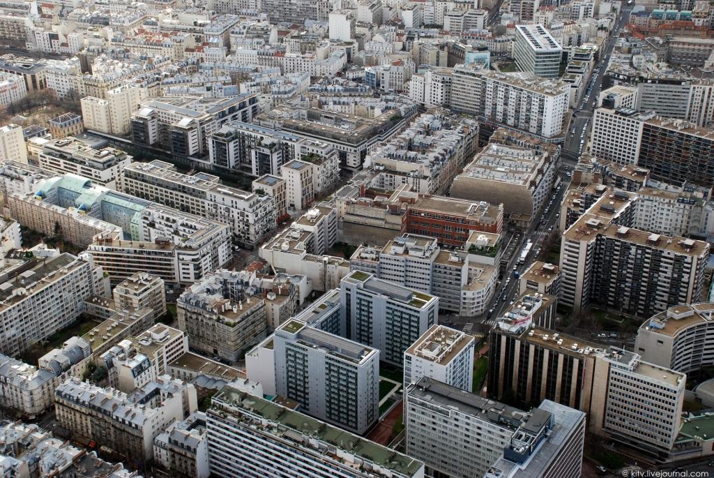 36. Юго-западная сторона. Как разительно эти крыши отличаются от крыш 7-го округа (25-й кадр)! А вед