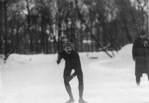 Участник состязаний в Юсуповом саду на старте забега.