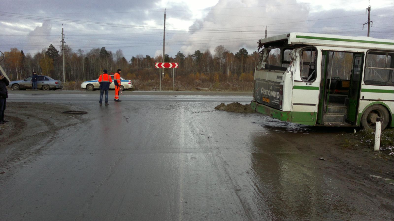 Натрассе пассажирский автобус врезался в фургон — Сводка ДТП