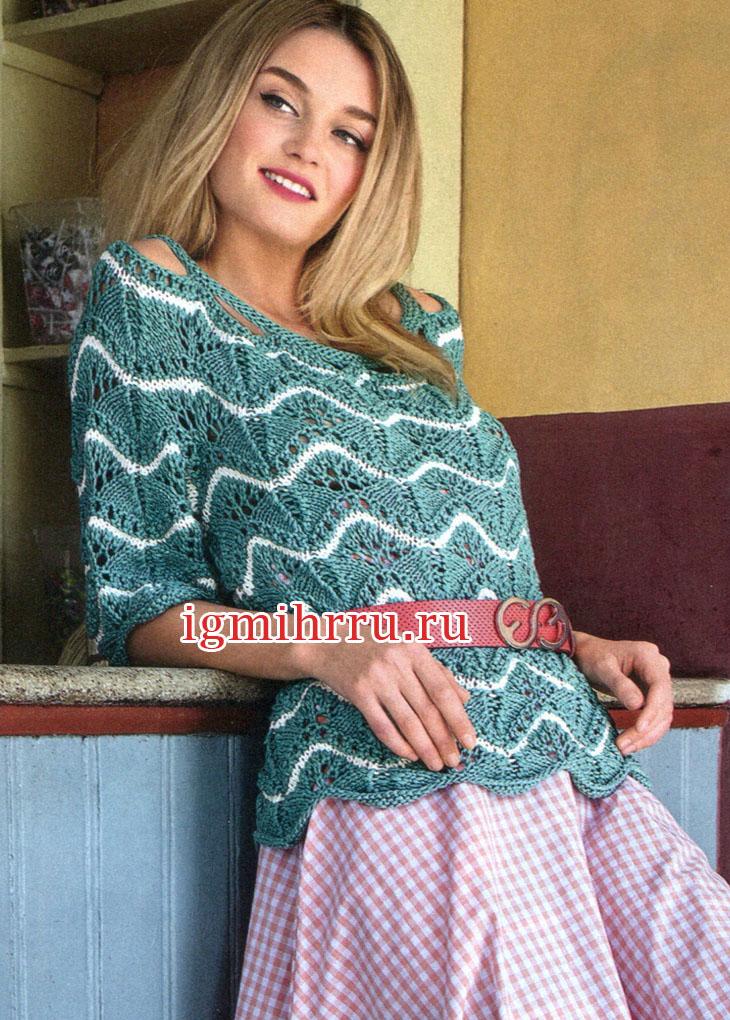 Нефритово-белый пуловер с волнистым узором. Вязание спицами