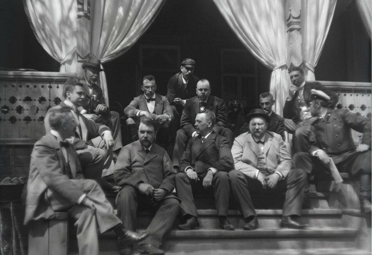 1897. Химка (Московская губерния). На крыльце дачи И.Д. Болдырева