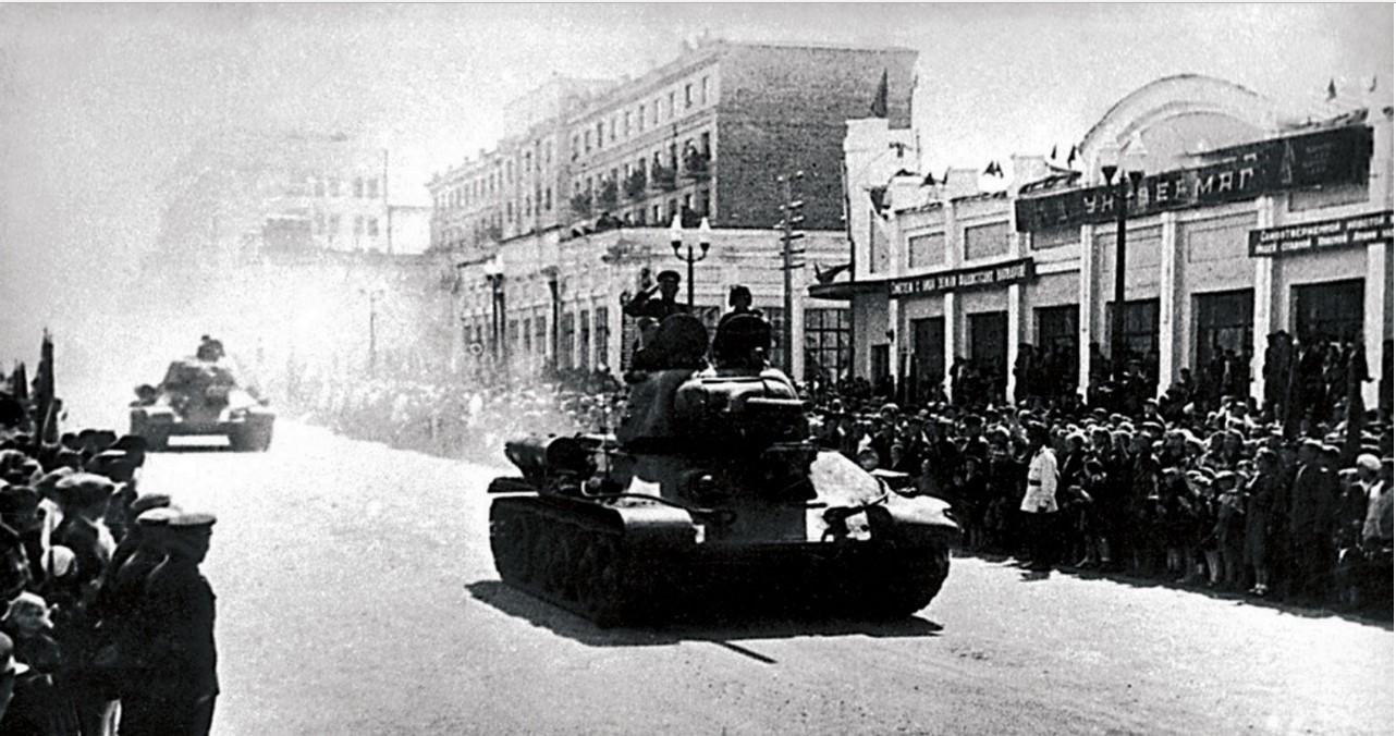 Челябинск. Отправка на фронт 244—й (63-й гвардейской) танковой бригады Уральского добровольческого корпуса. 1943