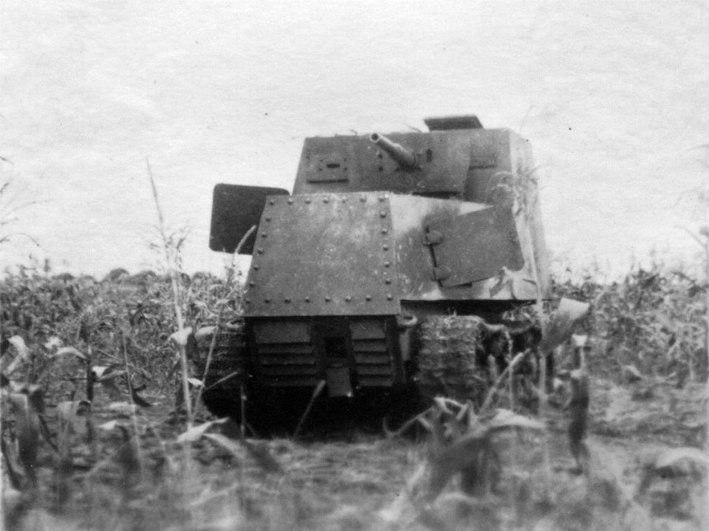 Подбитый в районе Харькова бронетрактор ХТЗ-16. Весна 1942 года.
