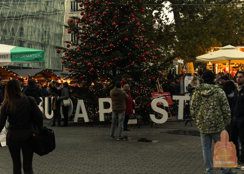 Главная ярмарка в Будапеште работает на площади Вёрёшмарти