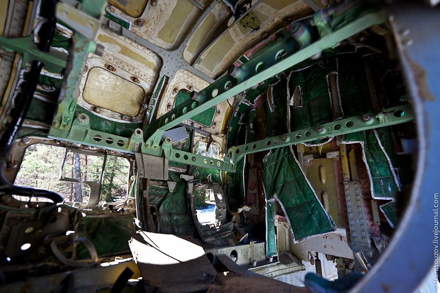 8. Внутри, перед кабиной пилота.