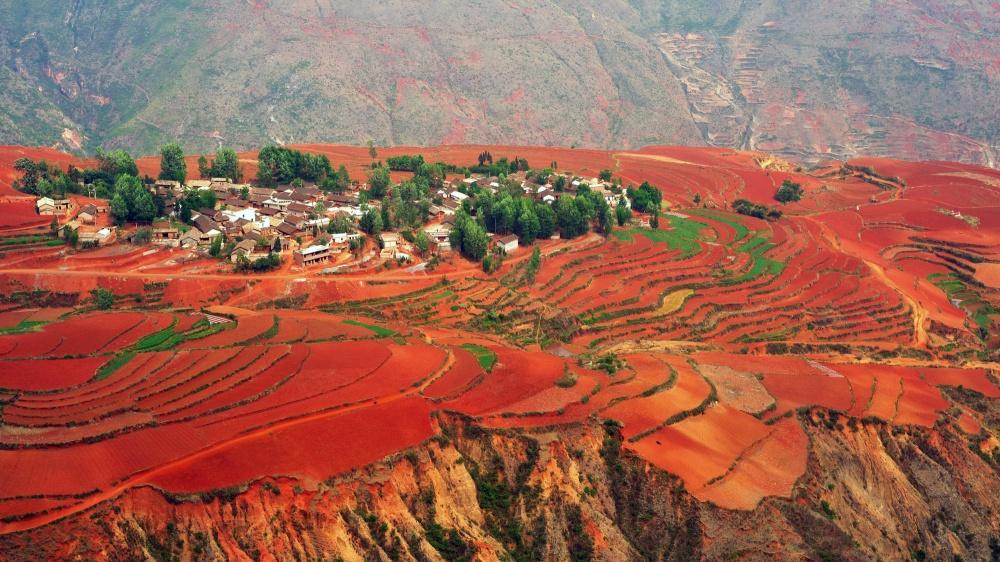 © depositphotos  Красные земли Дончуань (Dongchuan Red Soil)— это горная долина наюго-западе