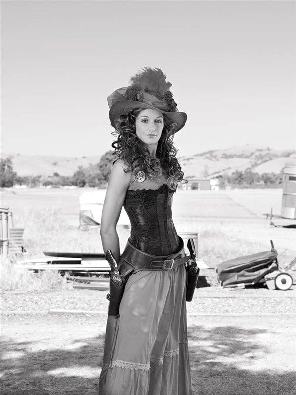 19. Белинда Уотсонвилль, Калифорния Пара длинных кольтов Ruger Vaqueros .45 (Lindsay McCrum)