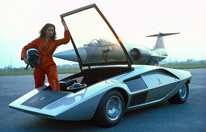 Автомобильный ретро футуризм: 7 концептуальных автомобилей весьма странного дизайна (8 фото)