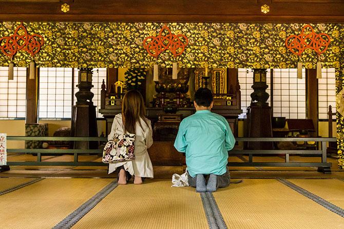 Если бы мы приехали до 6 утра, то смогли бы попасть на дзен-медитацию.Однако нам удалось подсмо