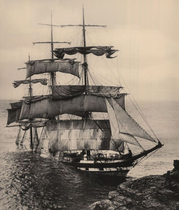 Пароход «City of Cardiff» прибило к берегу сильным штормом. Капитан, его жена, сын и весь экипаж был