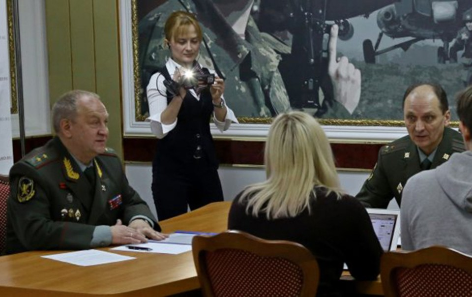 Сосед, спасший семью отналетчиков вНовосибирске, служит вРосгвардии