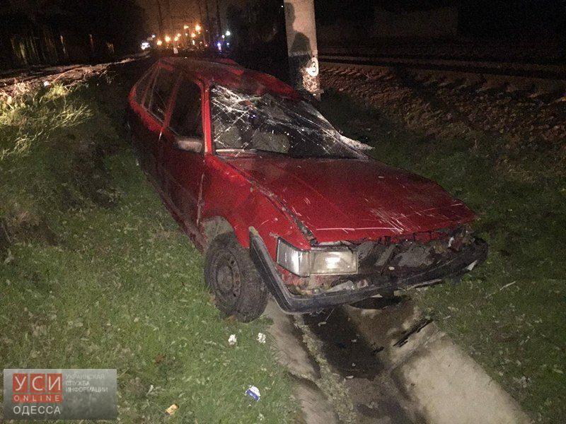 Поезд протаранил автомобиль, застрявший нарельсах наМолдаванке