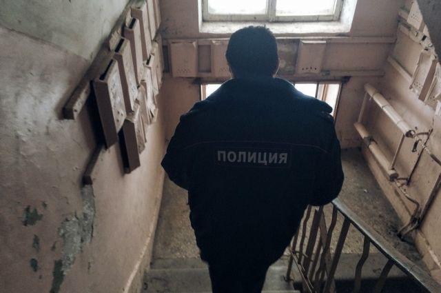 СК узнает причины смерти босой женщины вподъезде наВыборгском шоссе