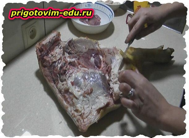 Рецепт приготовления свиной тушенки в духовке.