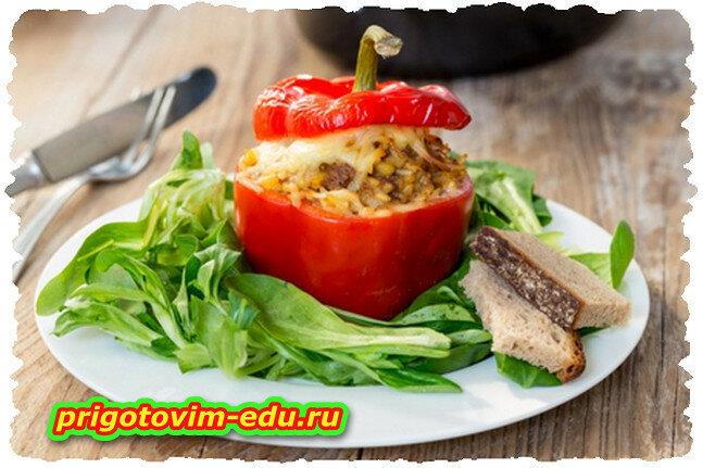 Перец, фаршированный салатом из грибов