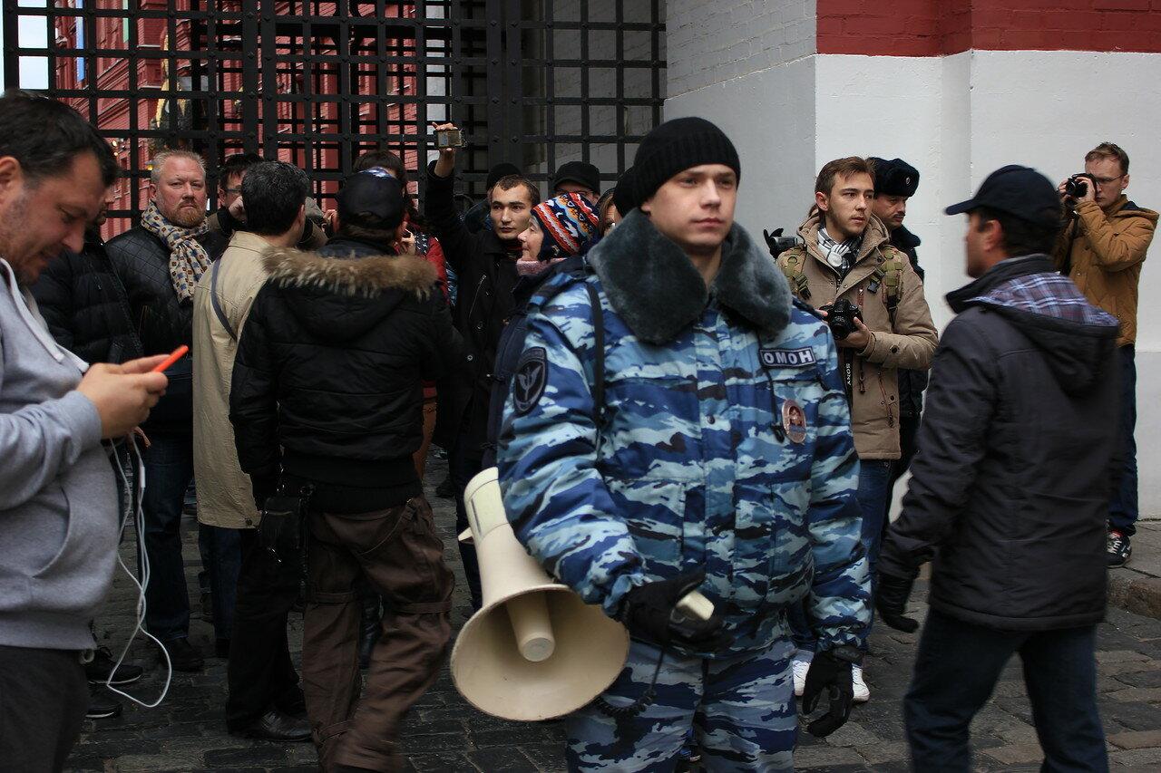 ОМОНовец объявил в мегафон, что на Красной площади
